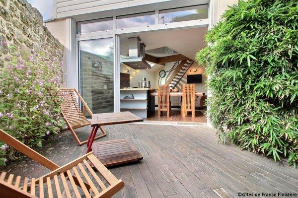 La terrasse donnant sur la cuisine